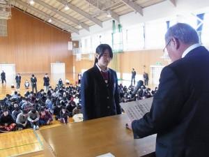 全日本高等学校書道公募展(特選)受賞の生徒の表彰。