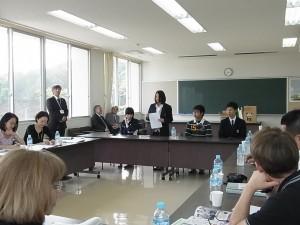 生徒たちへの質疑と生徒からの回答(代表4名の生徒)