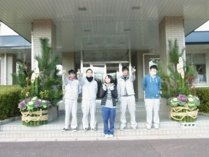 門松を製作した緑化システムコースの生徒の皆さん。