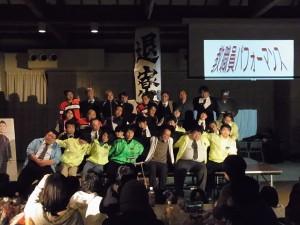 教職員による合唱。