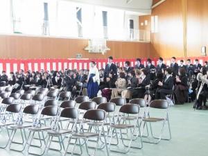 卒業生入場。
