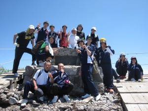 頂上で記念写真。