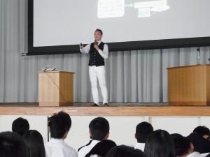小学校から高校まで、いろんな学校でご講演を。