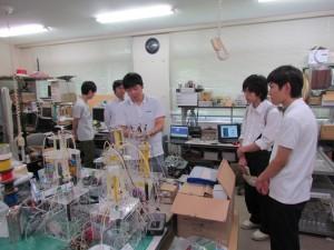 工学部の知能機械工学科研究室見学。