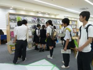 図書館の見学。