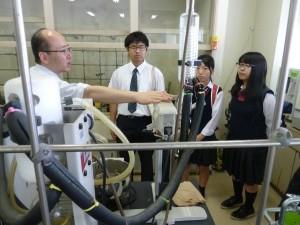 理学部の化学科研究室見学。