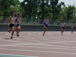 800m山上君の走り(左から2番目の走者)