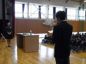 生徒代表が感謝の言葉とお話しから得たことを先生に伝えました。