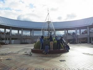 きびプラザ・さんさん広場の一角が本校のイルミネーション。