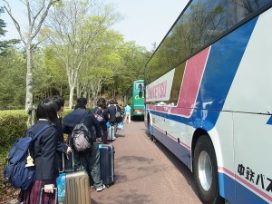 バス2台到着。