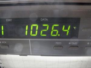窯内の温度。1000℃を超えています。