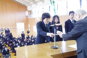 英検、漢検、経理協会の能力検定、体力証などの表彰(写真:代表生徒)。