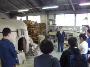 陶芸デザインコース(登り窯前で)
