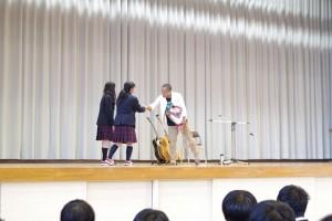 生徒代表よりお礼と講演の感想、そして花束贈呈。