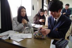 本校の生徒もお土産をいただきました。