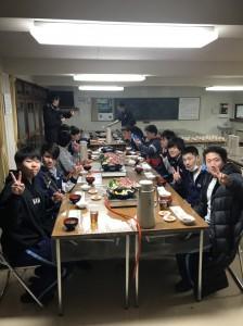 1日目実習終了。夕食は蒜山学舎名物「ジンギスカン鍋」美味しい!!
