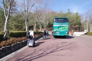 岡山駅行直通バス1台(2年生が乗車)