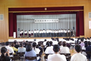 2年A組とB組の合同チーム、曲「A Whole New World」。