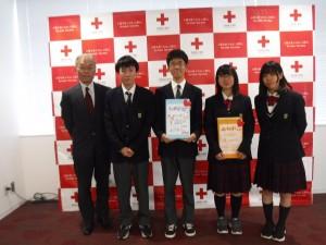 日本赤十字社岡山県支部の職員の方(一番左)と。