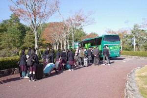 JR岡山駅行バス2台。
