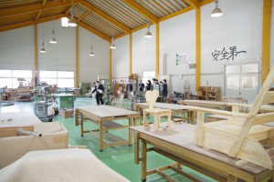 クラフトデザインコースの木材加工実習室。