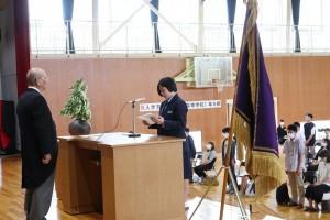 新入生代表宣誓。