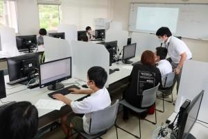 情報システムコース(C言語でのプログラム)。