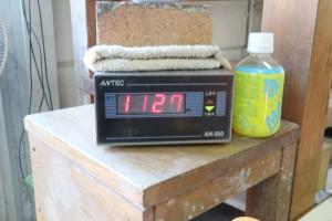 10月24日(土)午後2時頃の窯の温度。上がり下がりを繰り返して、焼色を深めていくとのことです。