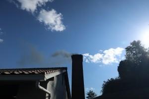 煙突からの煙。