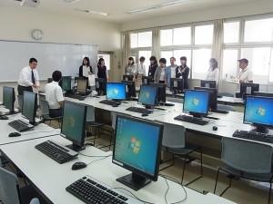 専門コース見学(生徒より説明)、情報システムコース。