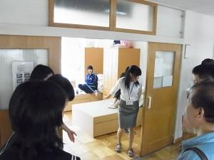 女子寮の見学(寮室も)。