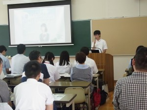 生徒を代表して生徒会役員から、寮生活などをご紹介。