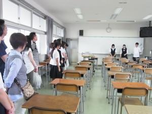キャリアデザインコースの内容を生徒が紹介。