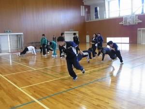 健康スポーツコース(腕立てジャンケン:勝は逃げて、負けは追ってタッチ)後卓球、バドミントン他