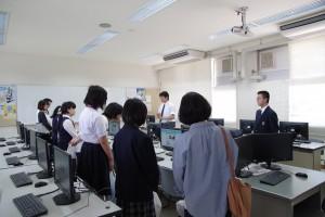 情報システムコース実習室(所属3年生より説明)