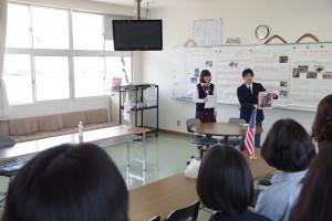 インターナショナルコースの教室(所属3年生より海外研修などの説明)