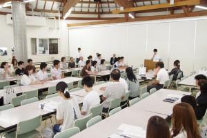 最初の全体会では、本校の生徒代表からご挨拶と体験談も。