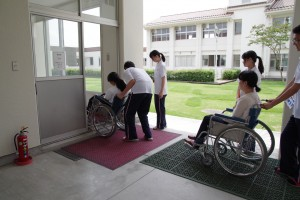 福祉ボランティアコース(車椅子体験・操作)
