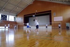 健康スポーツコース(写真はバドミントン、他フットサル、卓球なども)