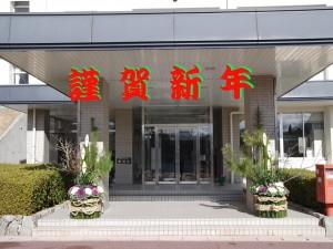 学校玄関の門松(緑化システムコース生徒制作)