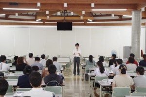 生徒代表(生徒会副会長)よりご挨拶と高校生活体験談が。