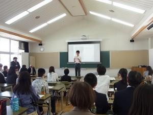 代表生徒からもご挨拶と全寮制の本校での体験談。