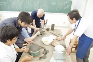 陶芸デザインコース(備前焼の皿づくり)。