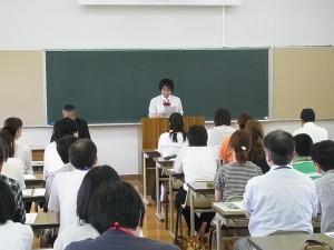 最初の全体会では生徒代表から挨拶と体験談が。
